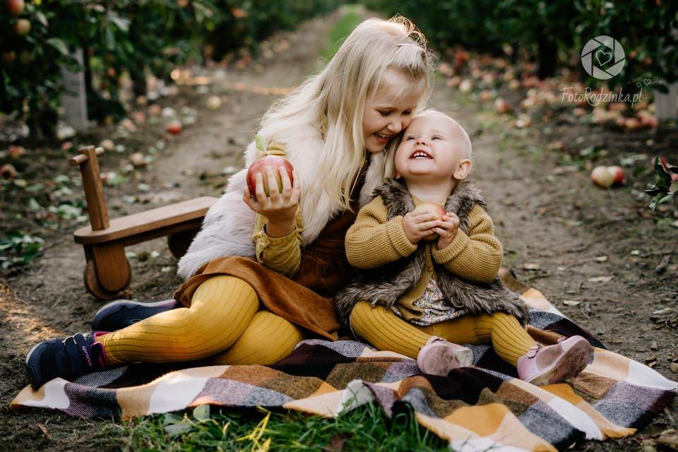 Nasza rodzinna sesja w sadzie – słońce & jabłka okolice Grójca