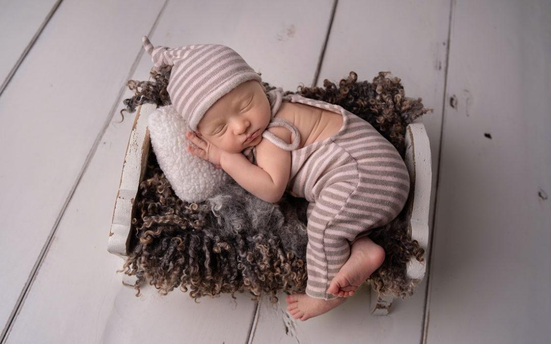 W rodzinie siła! Sesja noworodkowa ze starszym rodzeństwem | Milanówek – Książenice
